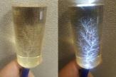 მარცხნივ: პლექსიშუშის ცილინდრი ჩვეულებრივი განათებით; მარჯვნივ: პლექსიშუშის ცილინდრი განათებული ლიხტენბერგის ხით;